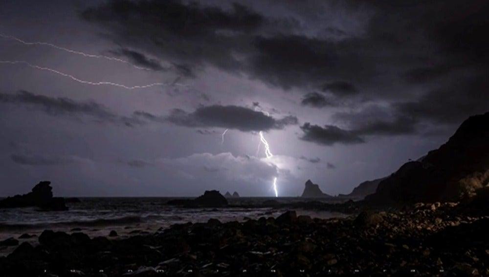 Noche de rayos y truenos en Tenerife