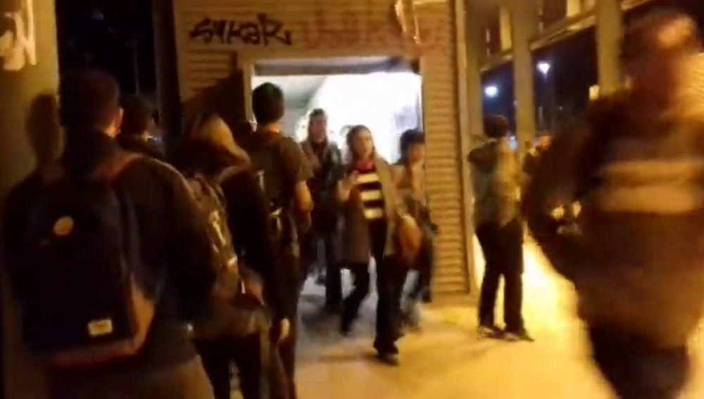 Los manifestantes comienzan a abandonar la estación de Barcelona-Sants