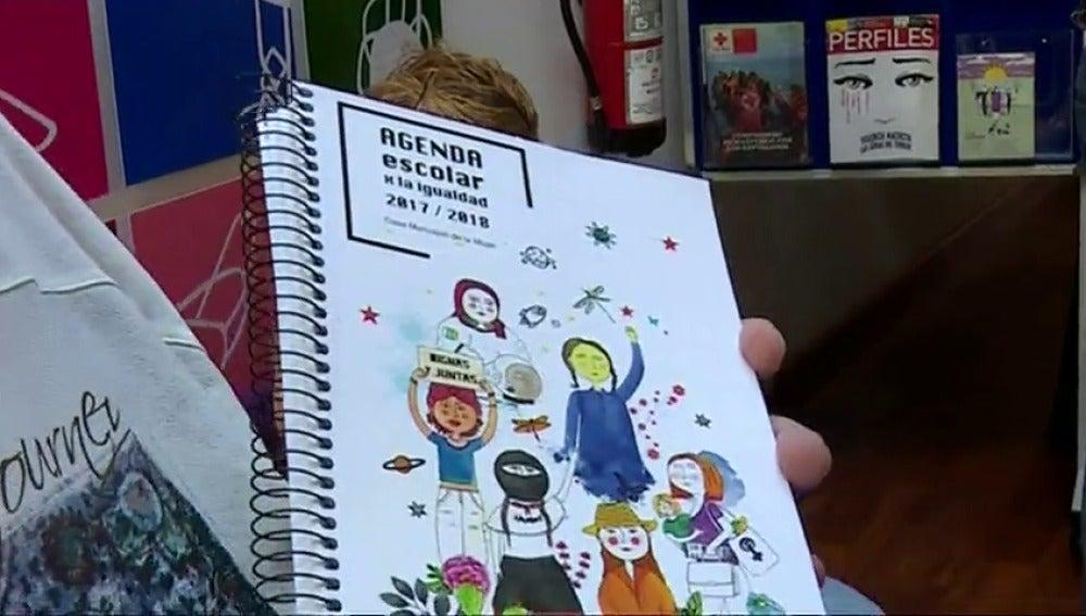 Una agenda escolar incluye varias frases polémicas en pro de la igualdad