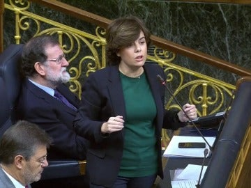 """Sáenz de Santamaría, a Domènech: """"Da la sensación de que no se sabe dónde confluyen las confluencias y qué tienen en común los comunes"""""""