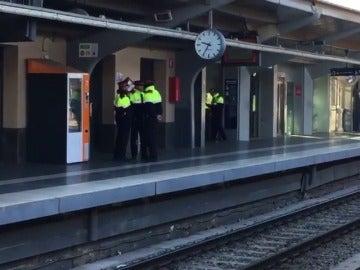 Los Mossos d'Esquadra no evitan que se corte la circulación en la estación de Sant Cugat