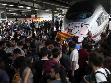Más de 150.000 usuarios de AVE y Cercanías afectados por los cortes de vías