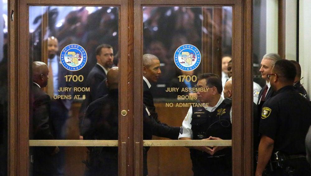 Obama llega a un juicio como jurado popular