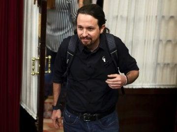 El líder de Podemos, Pablo Iglesias, a su llegada al pleno del Congreso