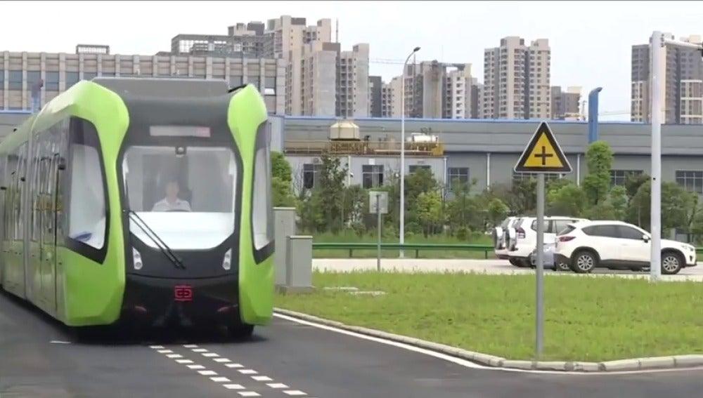 En China presentan un híbrido entre tranvía y bus, 100% eléctrico