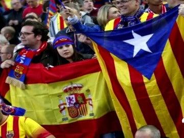 Un grupo de socios del Barcelona piden llevar la bandera de España al Camp Nou