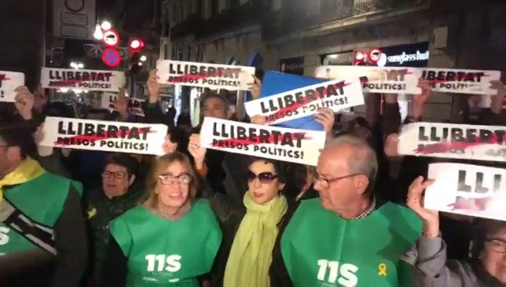 Miles de personas se manifiestan en Barcelona para exigir la libertad de los 'Jordis' un mes después de su encarcelamiento