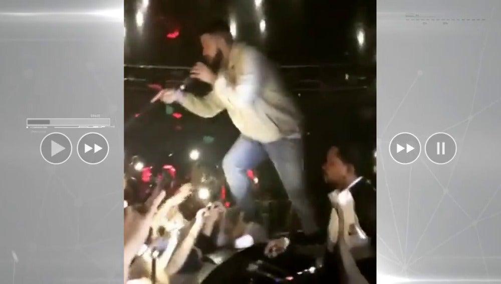 El rapero Drake para un concierto porque un hombre estaba manoseando a dos de sus fans