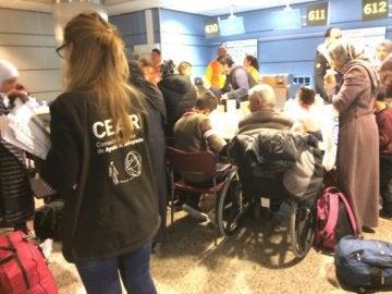 Llegan a España desde Líbano 214 refugiados sirios, 122 de ellos menores