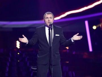 Raúl Pérez entona el éxito 'You can't hurry love' como Phil Collins
