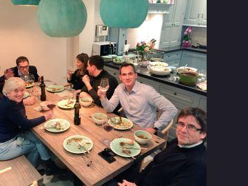 Puigdemont cenando en Bruselas