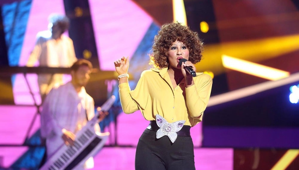 Lucía Gil pone al público en pie con su actuación de 'I wanna dance with somebody' de Whitney Houston