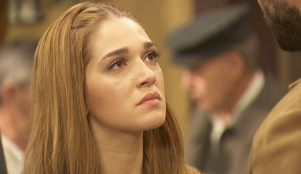 Julieta le planta cara a Saúl frente a todo el pueblo