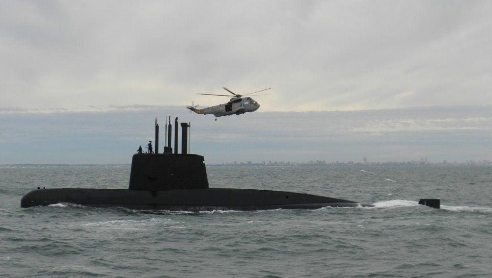 Buscan submarino argentino con 44 tripulantes