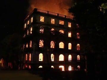 Arde un edificio Patrimonio de la Humanidad en Cali