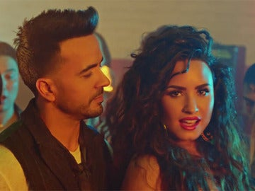 Luis Fonsi y Demi Lovato en 'Échame la culpa'