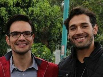 Los actores que interpretan a la pareja gay en 'Papá a toda madre'