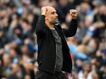 Pep Guardiola celebra un gol del Manchester City