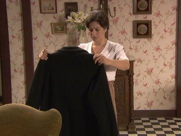 ¿Qué ha encontrado Candela entre las ropas de Venancia?