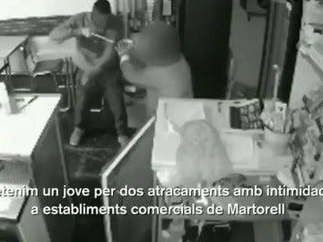 Detienen en Martorell a un joven de 19 años que cometió dos robos armado con un cuchillo de cocina