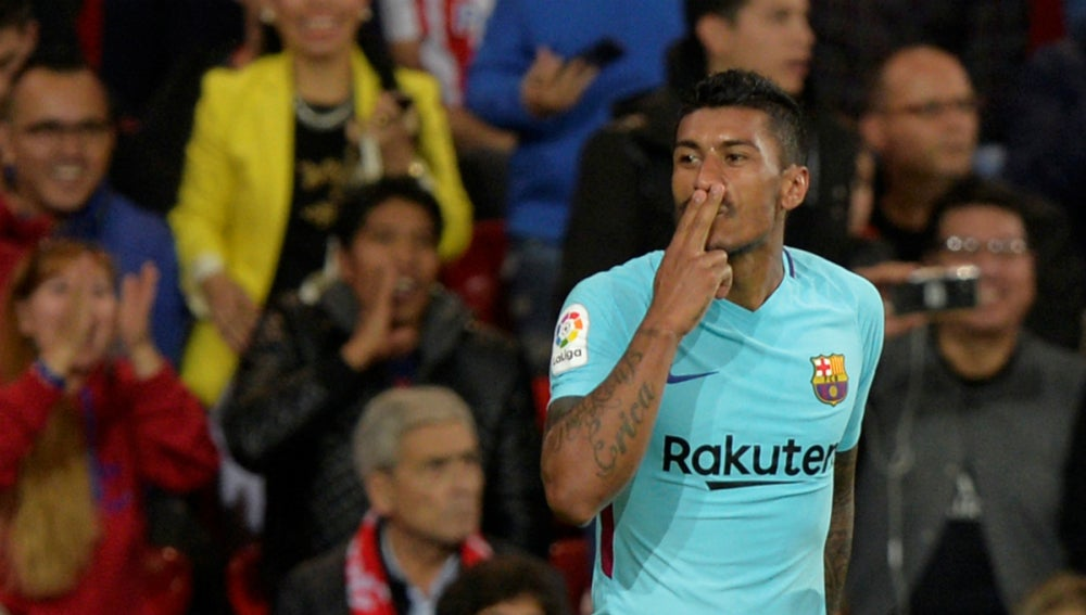 Paulinho celebra un gol