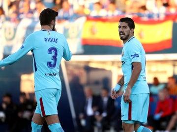 Gerard Piqué y Luis Suárez, en Butarque