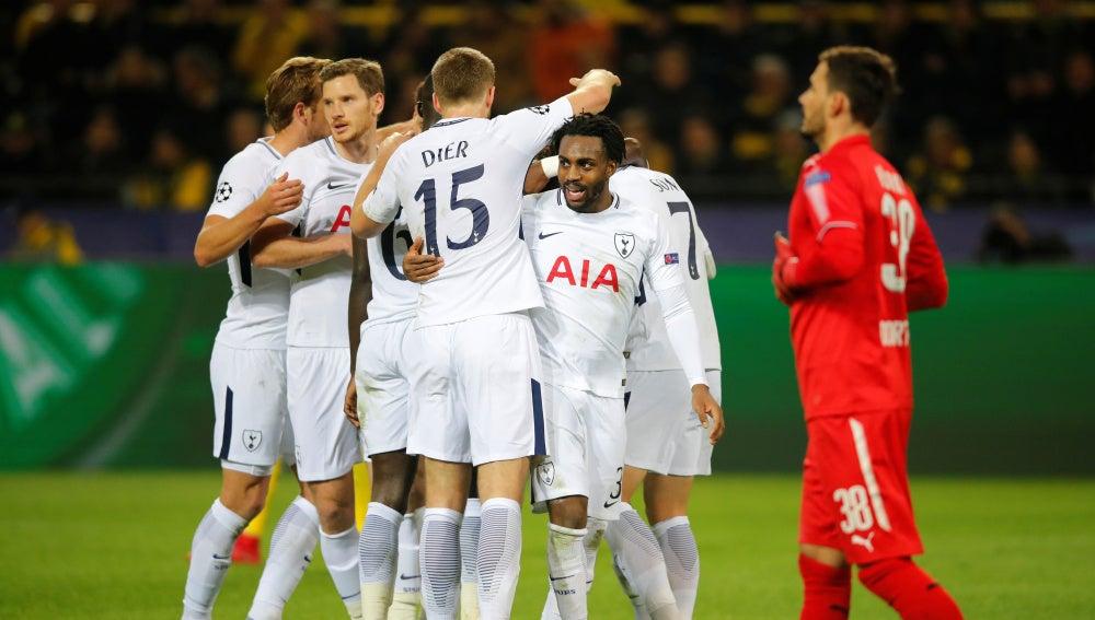 Los jugadores del Tottenham celebran un gol ante el Borussia Dortmund