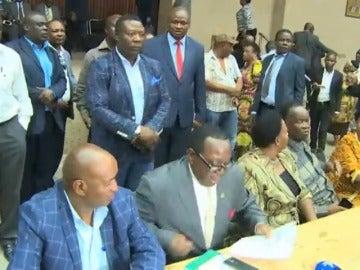Mnangagwa dice que no volverá a Zimbabue si su seguridad no está garantizada