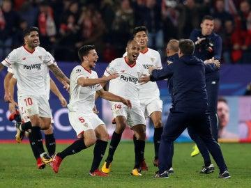 Fiesta tras el empate del Sevilla ante el Liverpool