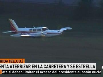Un piloto consigue congue hacer aterrizar una avioneta sin tren de aterrizaje y sin causar daños a la aeronave