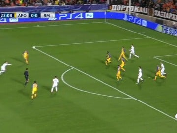 Modric adelantó al Real Madrid ante el APOEL con un golazo de volea desde fuera del área