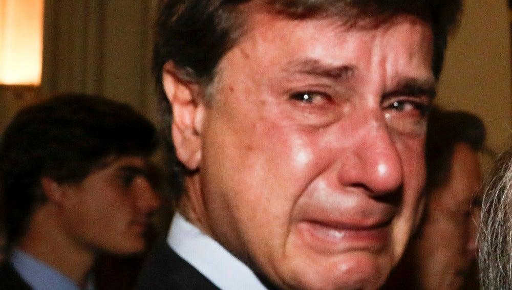 Cayetano Martínez de Irujo se deshace en lágrimas
