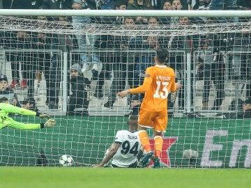 Talisca anota el 1-1 ante el Oporto