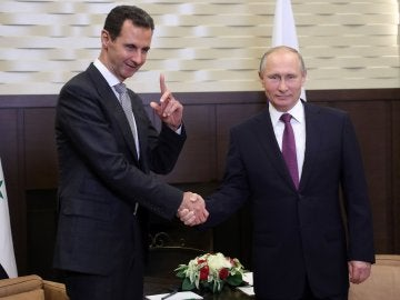 Vladimir Putin se reúne con Bachar Al Asad en el balneario ruso a orillas del Mar Negro en Sochi (Rusia)