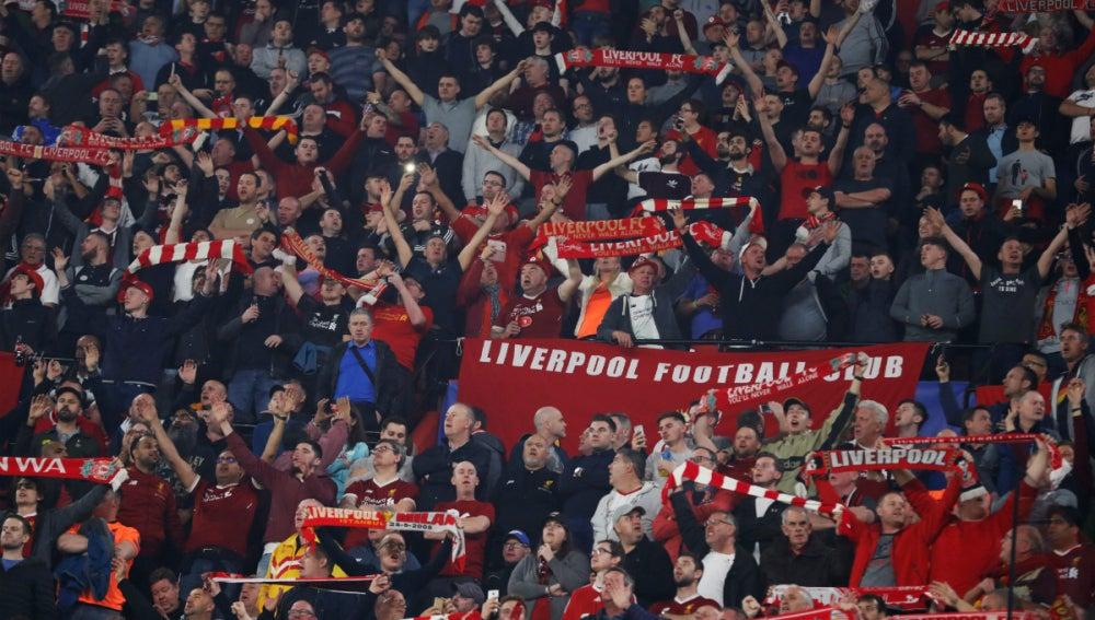 Aficionados del Liverpool, en el PIzjuán