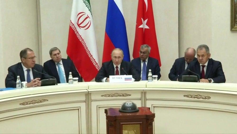 Putin toma las riendas del proceso que puede poner fin al conflicto bélico en Siria