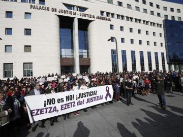 Protesta frente al Palacio de Justicia de Pamplona