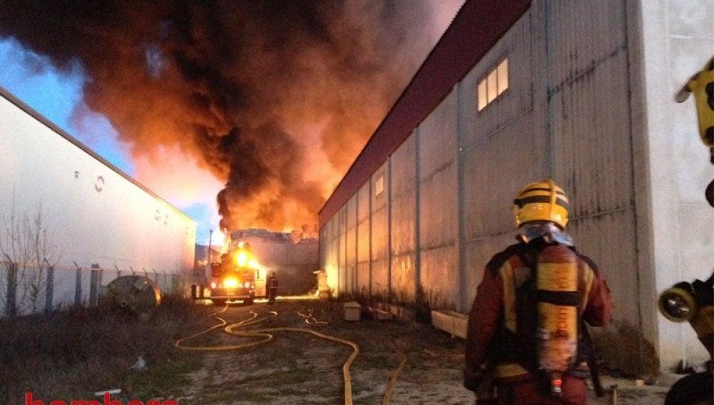 Incendio en una planta de reciclaje