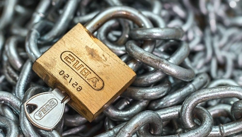 Unas cadenas y un candado