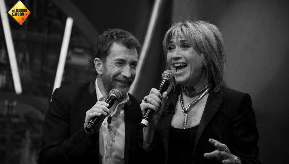 Julia Otero y Pablo Motos se lucen interpretando 'Parole, parole' en 'El Hormiguero 3.0'