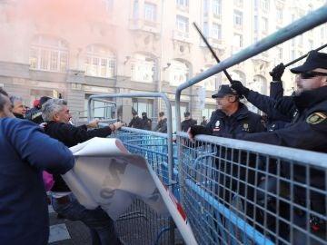 Cargas policiales a taxistas