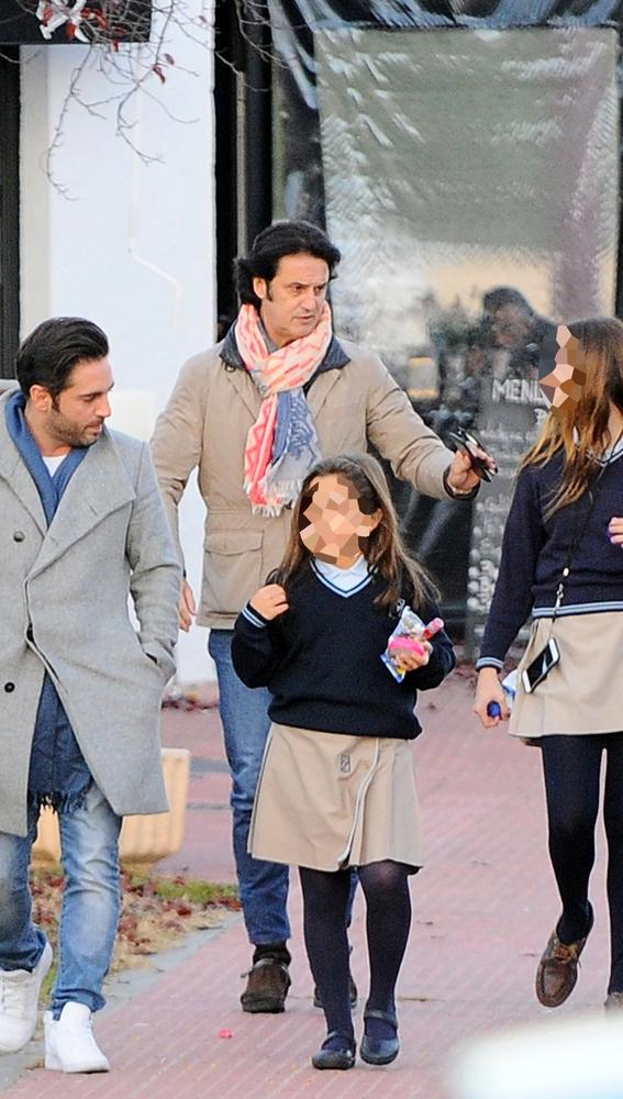 Bustamante y Poty recogen a sus hijas del colegio