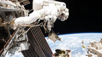 El astronauta Mark Vande Hei durante uno de sus paseos espaciales