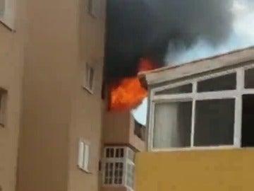 Desalojado un edificio por un incendio en el municipio tinerfeño de Candelaria