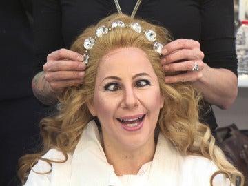 Muchas calvas y una peculiar reina, entre las transformaciones del equipo de maquillaje y caracterización