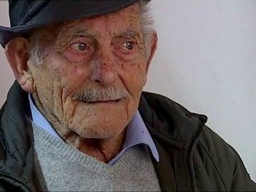 Un bombero fuera de servicio salva de morir en un incendio a un hombre de 93 años