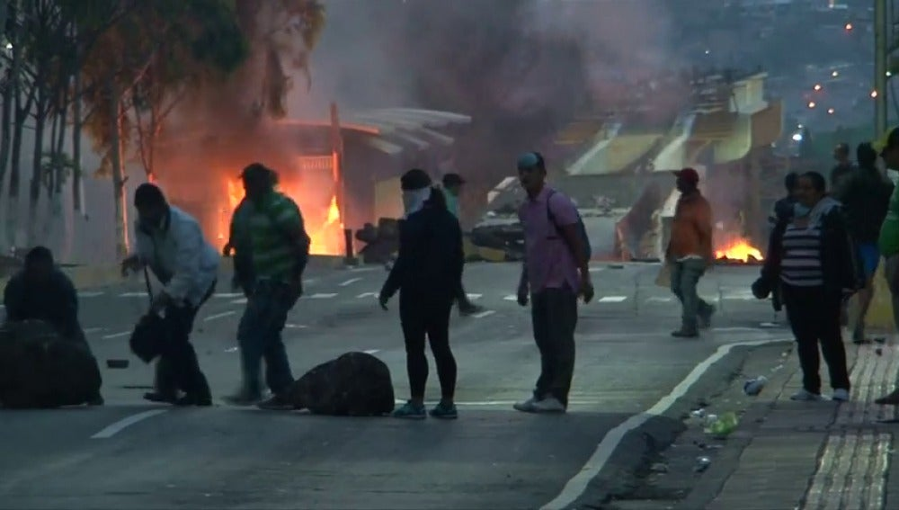 Incertidumbre y violencia en Honduras que sigue sin conocer presidente electo