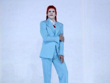 Un sorprendente Miquel Fernández rinde homenaje a David Bowie con su versión de 'Life on Mars'