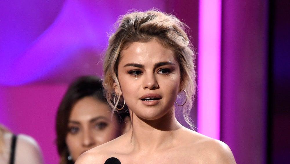 Selena Gomez en los premios Billboard Women in Music