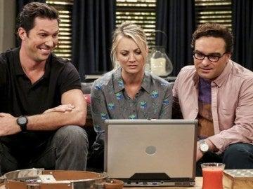 Leonard, Penny y Zack en 'The Big Bang Theory'